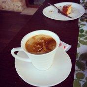 kawa z ciastkiem